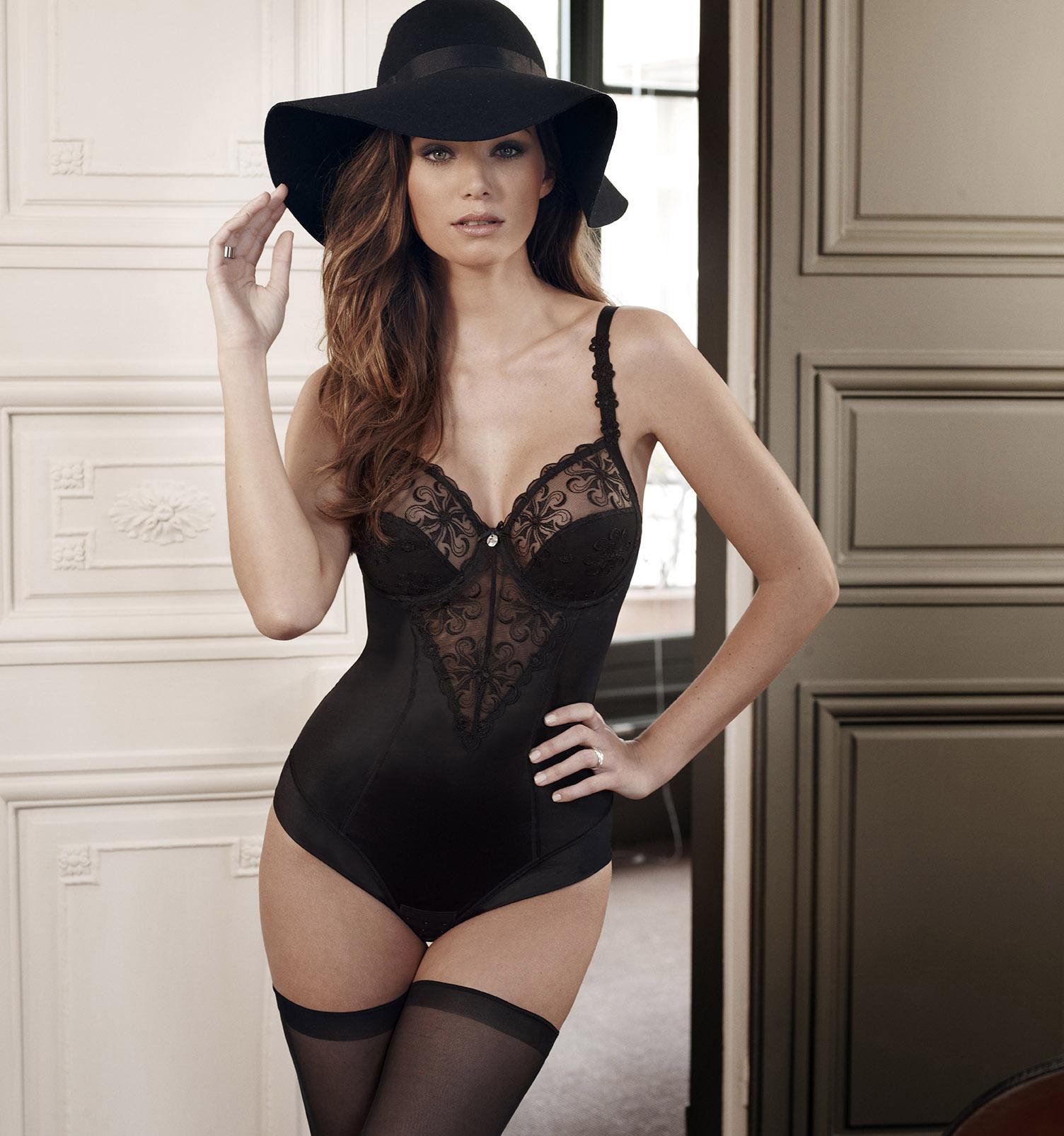 Carla bruni lingerie